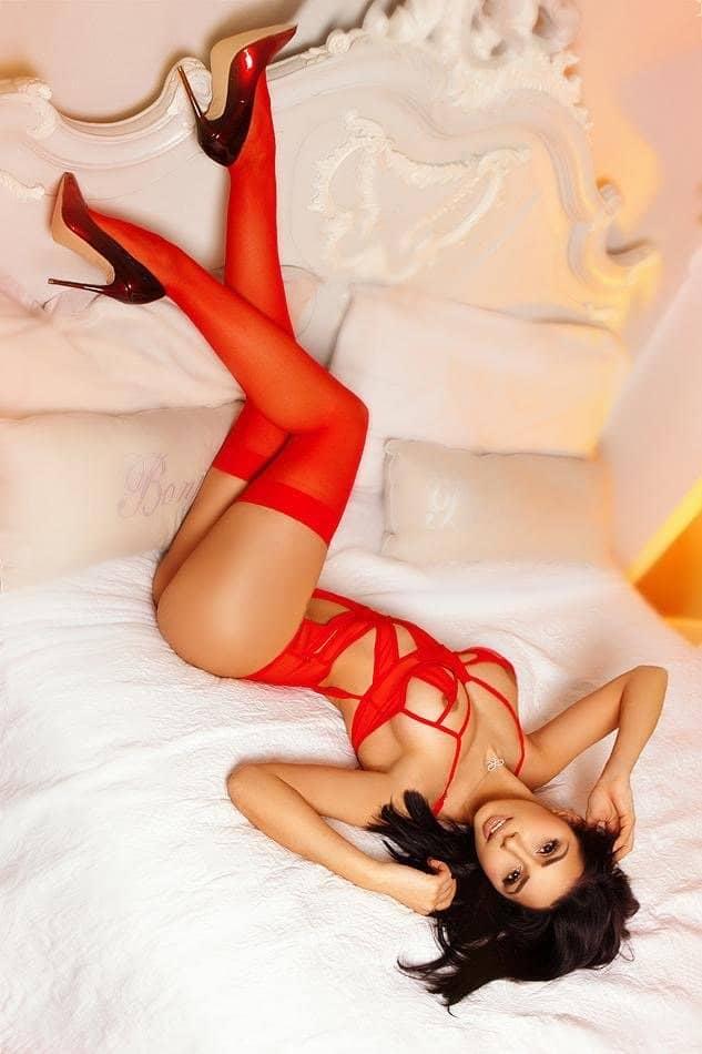 Erotic Massage In Kensington with Sia